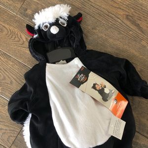 Baby Skunk Costume (Size 0-6 Months)